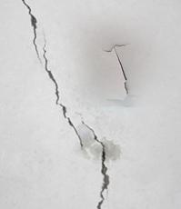 墙皮脱落,吊顶裂缝等问题严重!