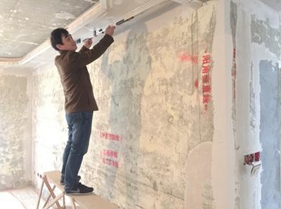 志高装潢监理验收吊顶平整度
