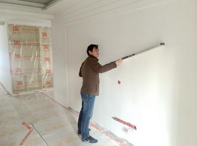 志高装潢监理验收墙面是否平整
