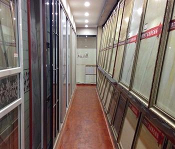 志高装潢公司走廊