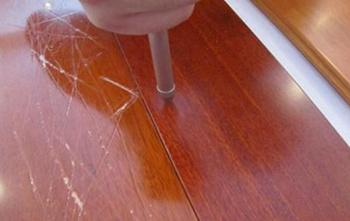 卧室木地板有划痕怎么办 自行修补的方法有哪些